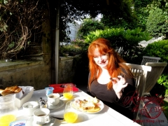 Big breakfast al fresco